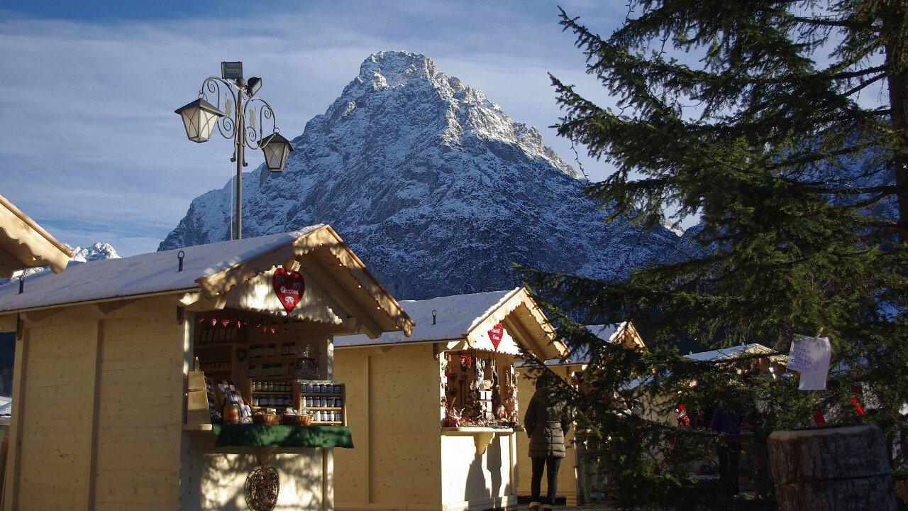 Mercatini di Natale nel paese di Sappada tra le Dolomiti UNESCO
