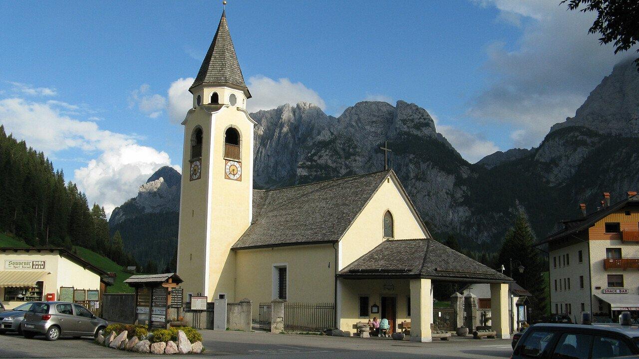 Chiesa di Cima Sappada tra le Dolomiti