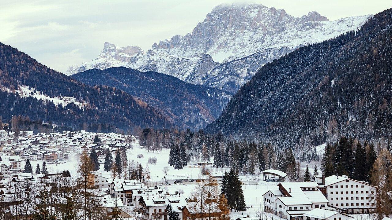 inverno_paese_agordo_shutterstock