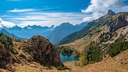autunno_lago_bordaglia_dreamstime_franco_nadalin