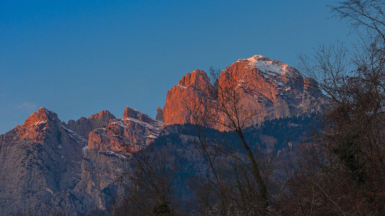 monte_pizzocco_tramonto_san_gregorio_nelle_alpi_shutterstock