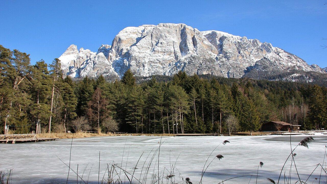 winter lake fie allo sciliar