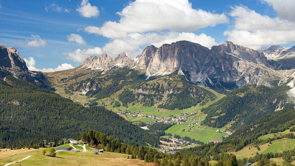Corvara: Sporturlaub in den Dolomiten des Alta Badias - cover
