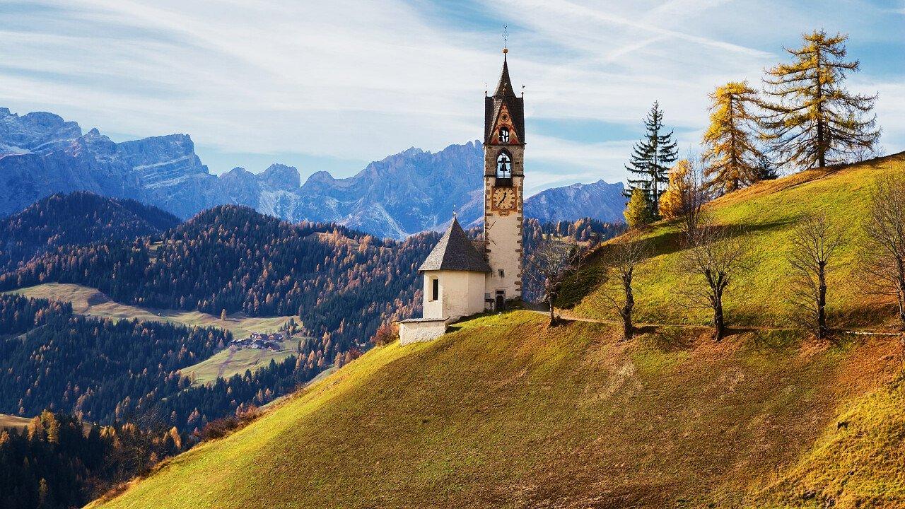 Kirche im Herbst in Wengen