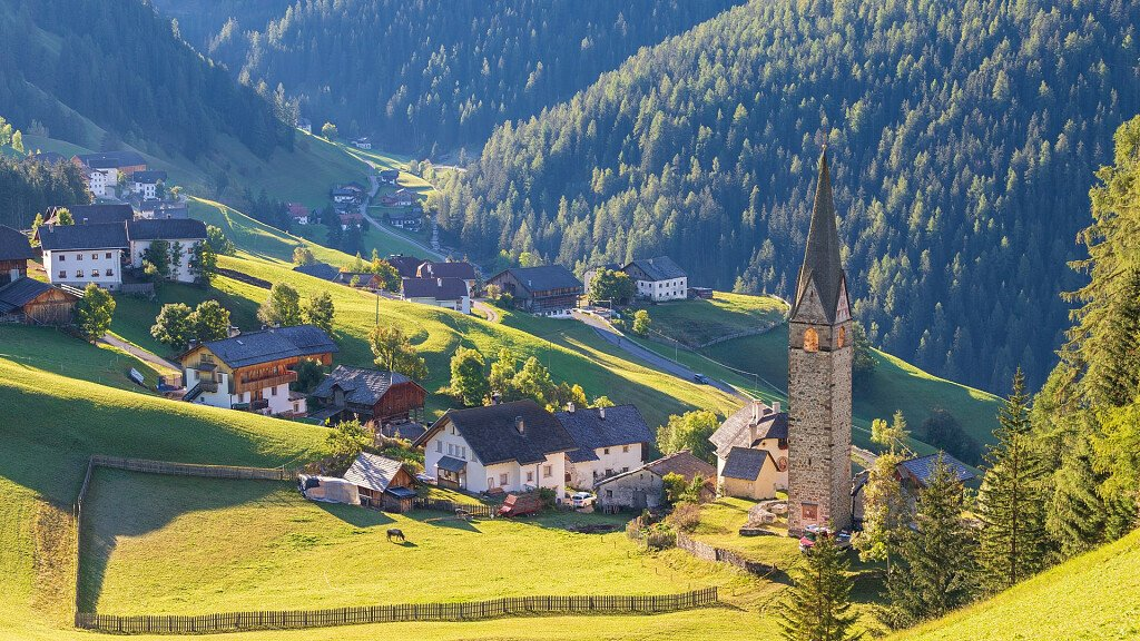 Alta Badia: Urlaub im ladinischen Dolomiten Tal - cover