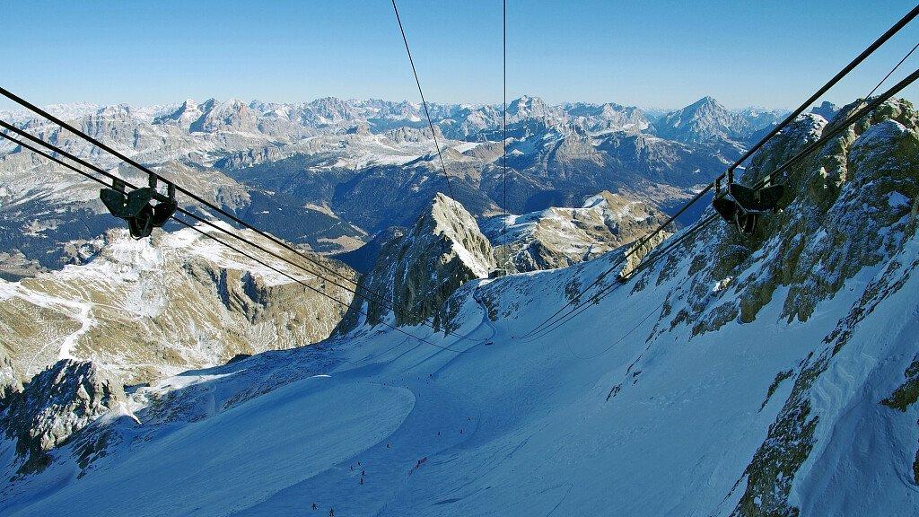 Malga Ciapela: vacanza sciistica ed escursionistica ai piedi della Marmolada - cover