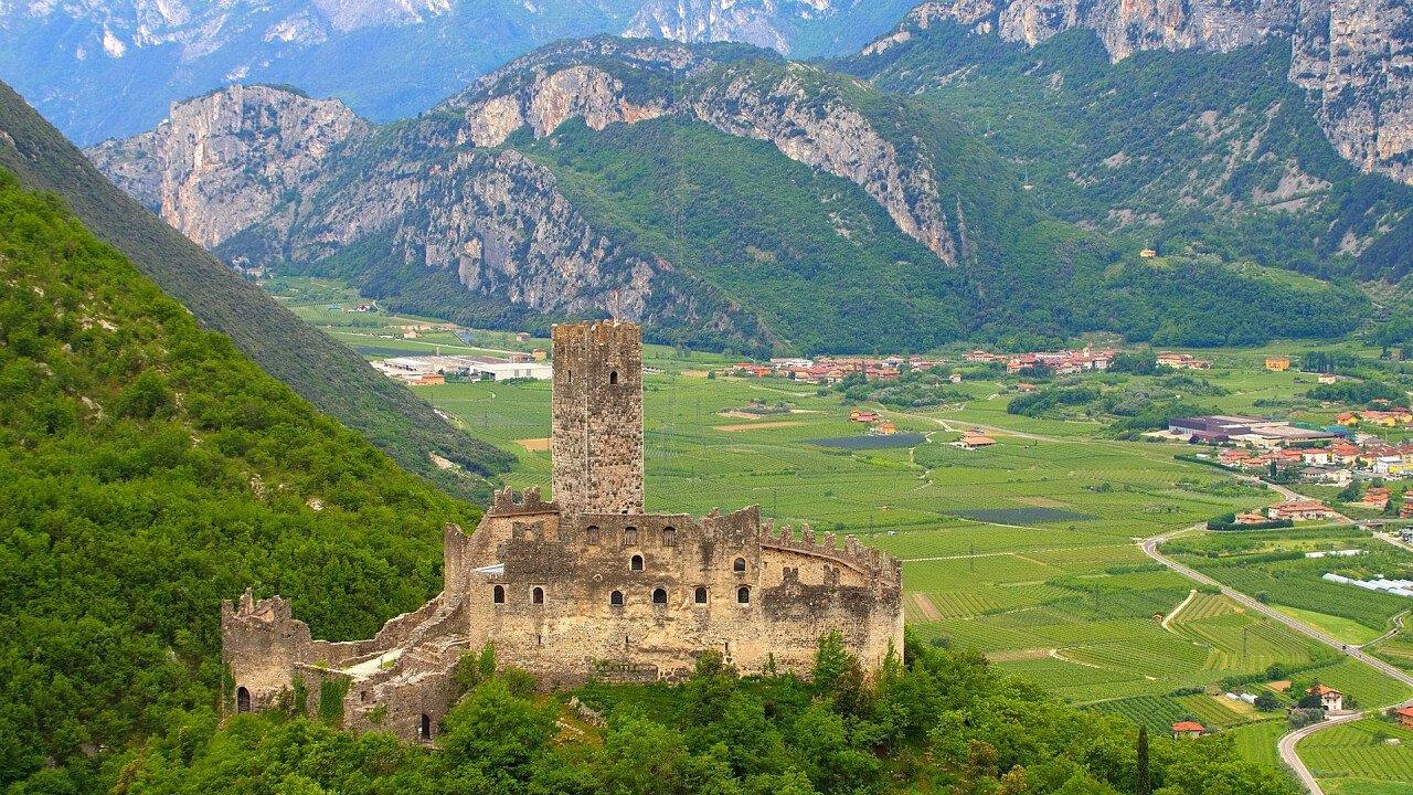 Vista panoramica vigneti da Castel Drena