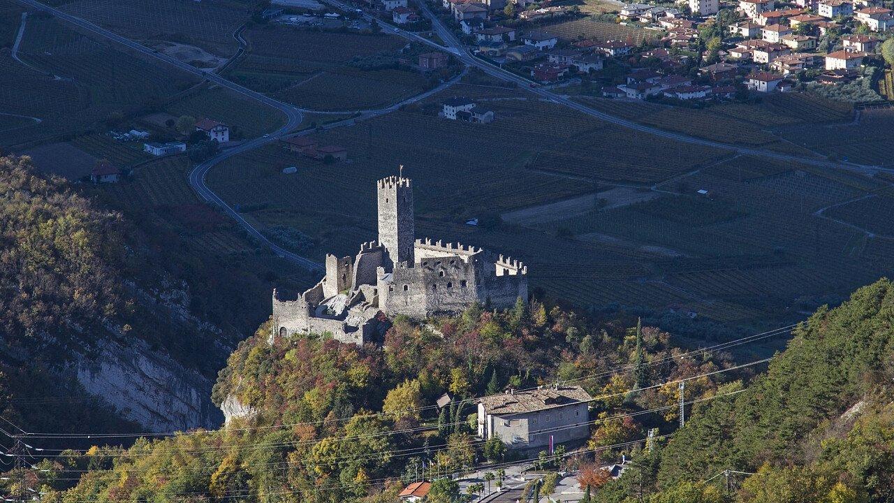 Panorama von Schloss Drena und Drena