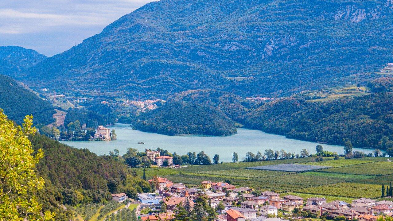 Blick auf den Toblino-See und Madruzzo