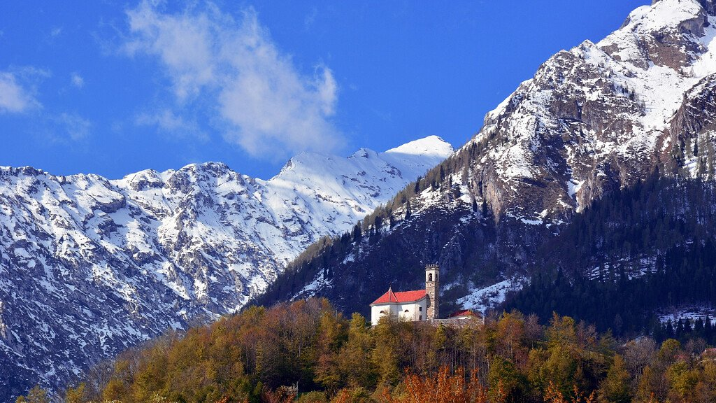 Alpago and Cansiglio: a thrilling experience through air, water, snow and golf holes - cover