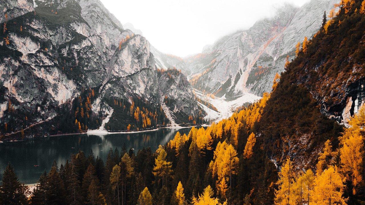 autumn first snow Braies - Viktor Hanacek | picjumbo
