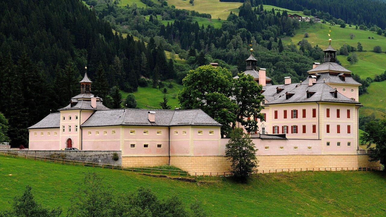 castello_wolfsthurn_vipiteno_dreamstime_danciaba