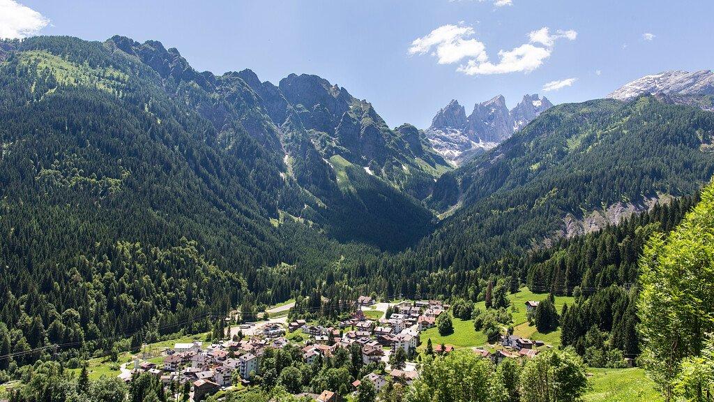Falcade: sci, escursioni e vacanze in famiglia - cover