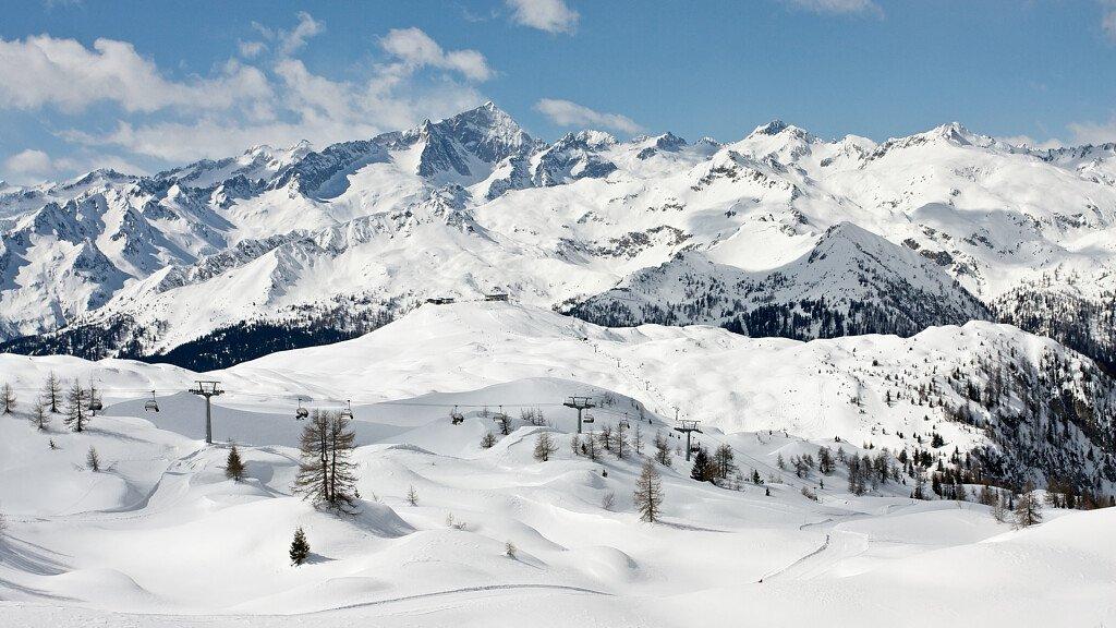 Folgarida-Dimaro: skiing in winter, hiking in summer - cover