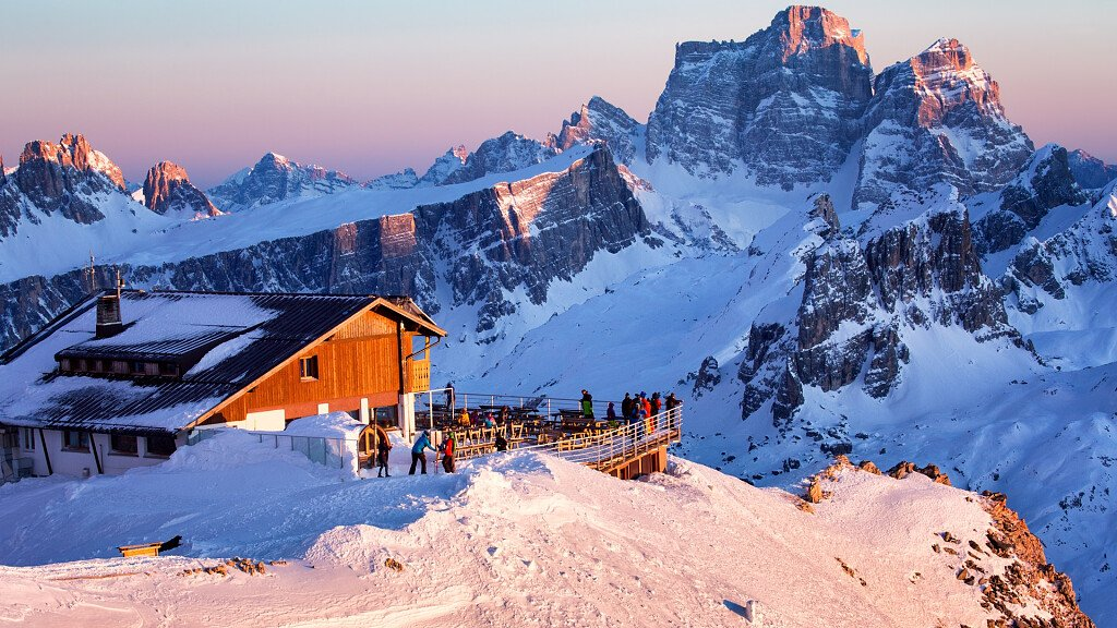 Cortina d'Ampezzo: trendy resort for your holidays in the mountains - cover