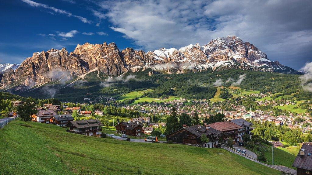 Cortina d'Ampezzo vacanze in montagna nella località più trendy - cover