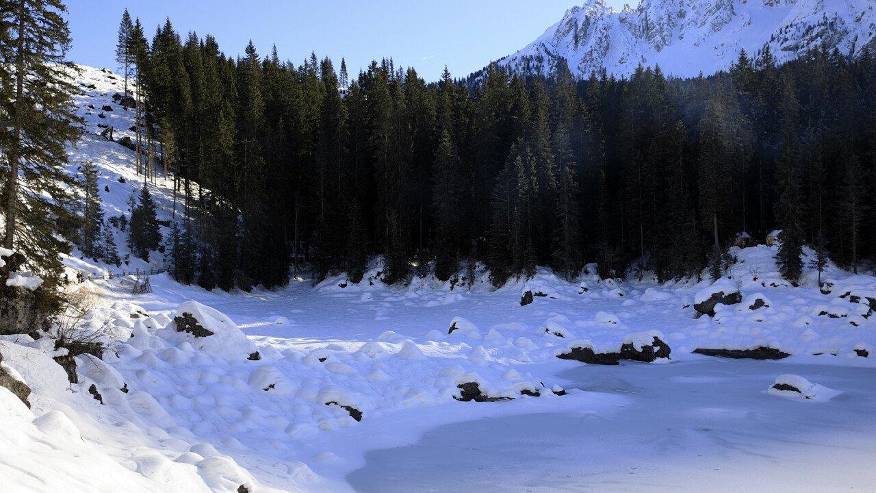 Winter Carezza lake