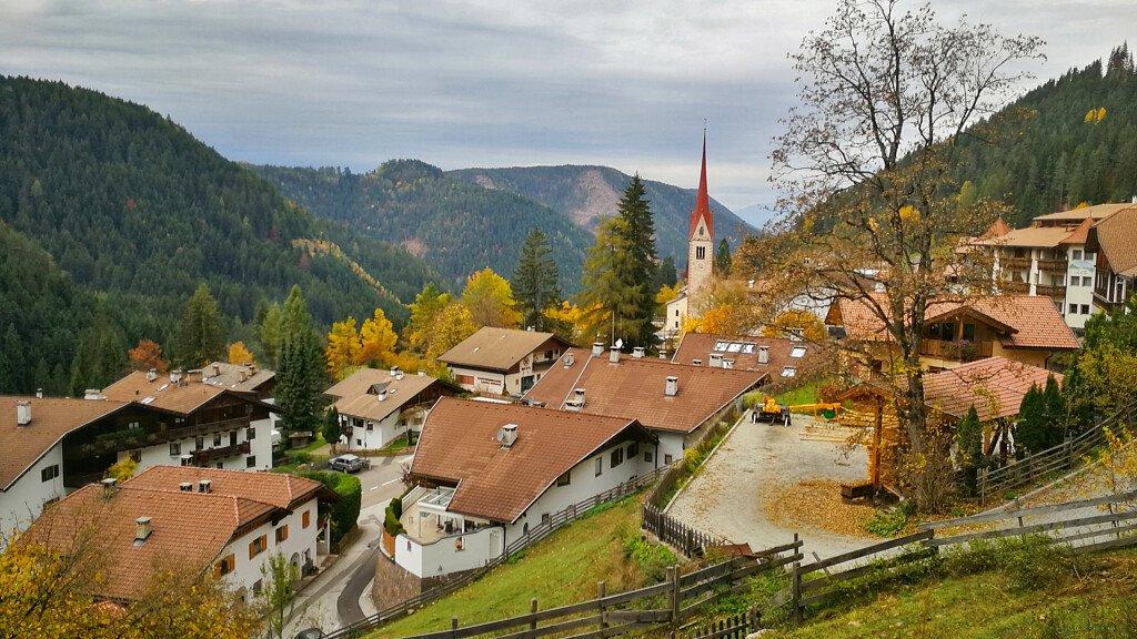Val d'Ega: vacanze estive e invernali, natura, arte e cultura - cover