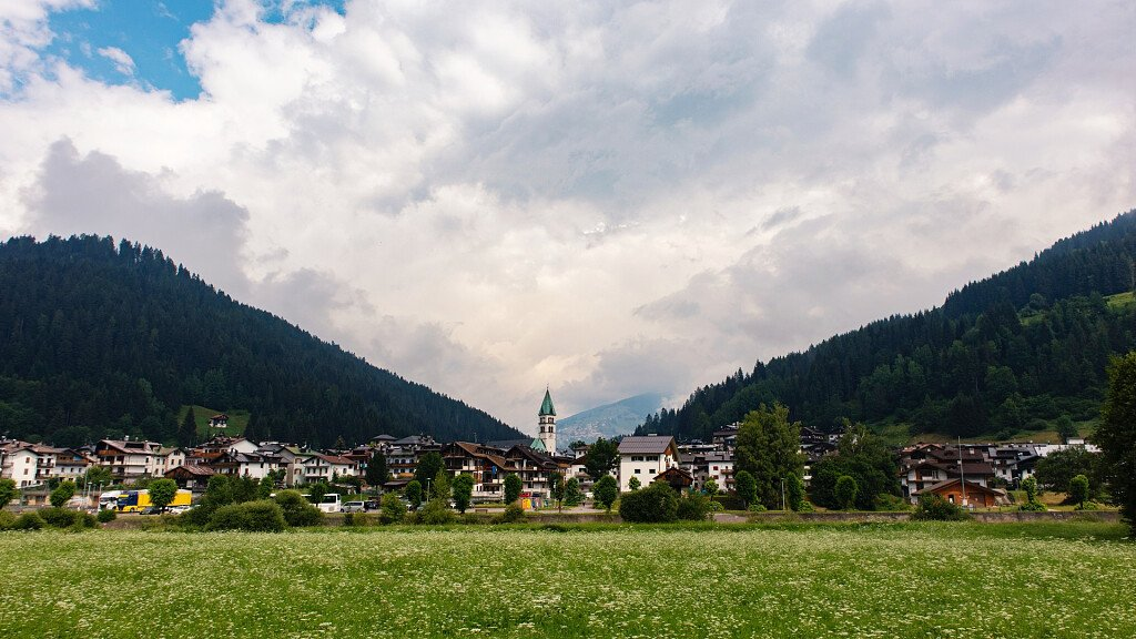 Santo Stefano di Cadore: cross-country skiing, alpine skiing, trekking, history and culture - cover