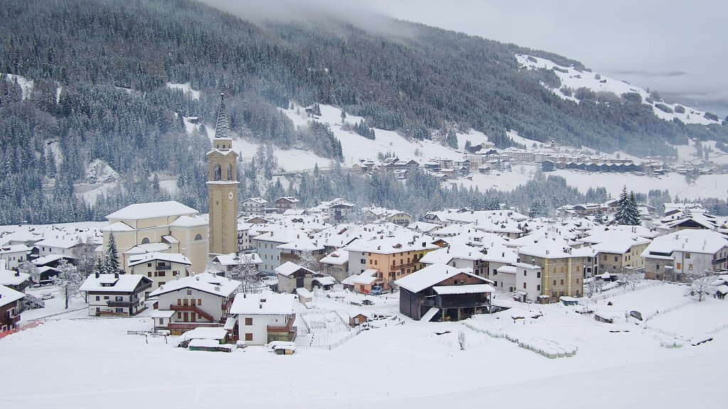 Padola, surrounded by nature, between skiing and trekking - cover
