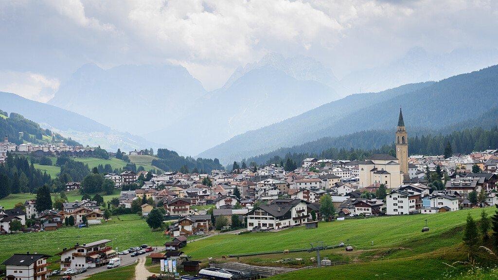 Vacanze in Comelico: paradiso dello sport estivo e invernale - cover