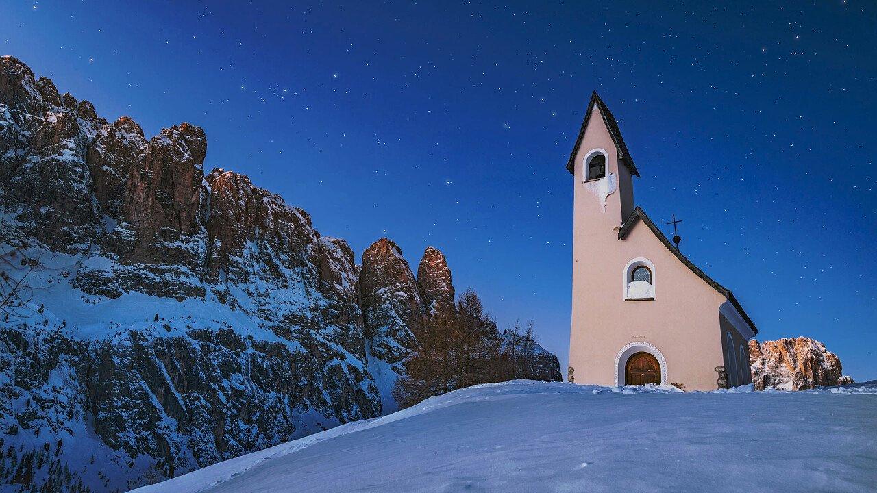 Church in winter at Gardena Pass