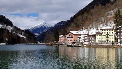 lago_di_alleghe_ghiacciato_dreamstime_ihor_serdyukopv
