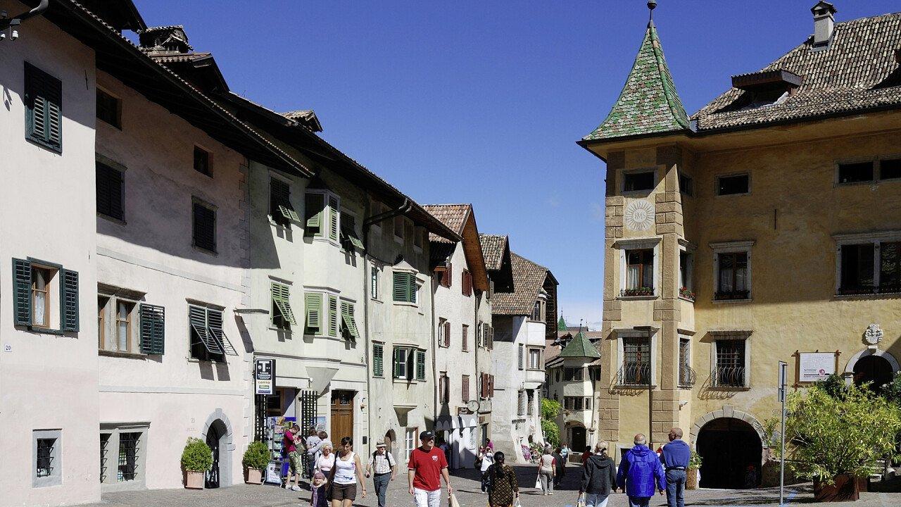 Square in the historic center of Caldaro