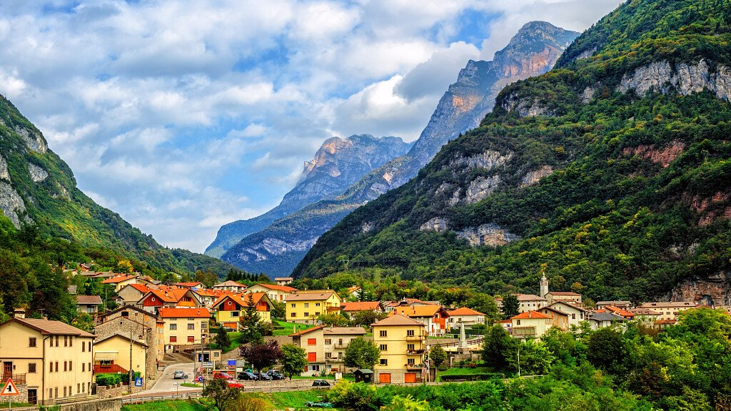 Civetta und Val di Zoldo Tal: Ski- und Wanderurlaub in den Bergen - cover