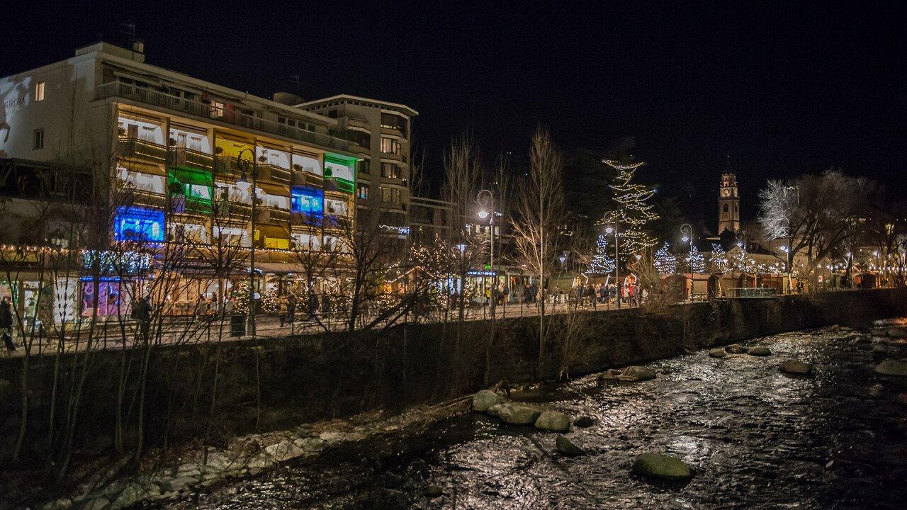 Meran abends im Winter