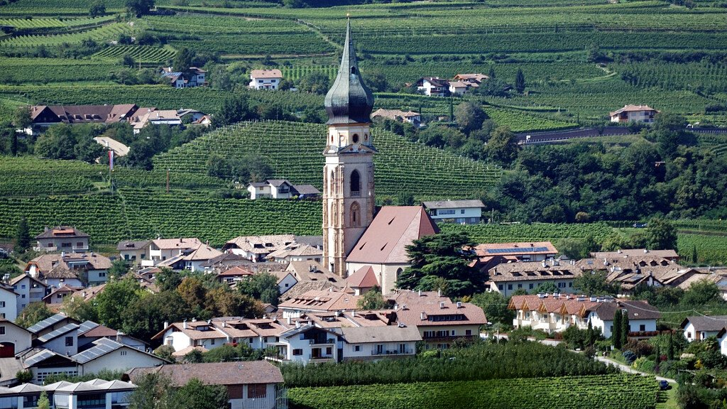 Appiano: a land of wines, castles and lakes - cover
