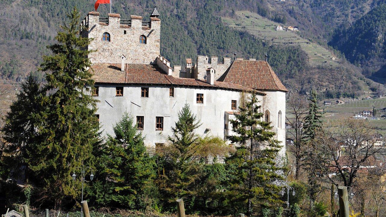 castello_forst_lagundo_dreamstime_pejo29