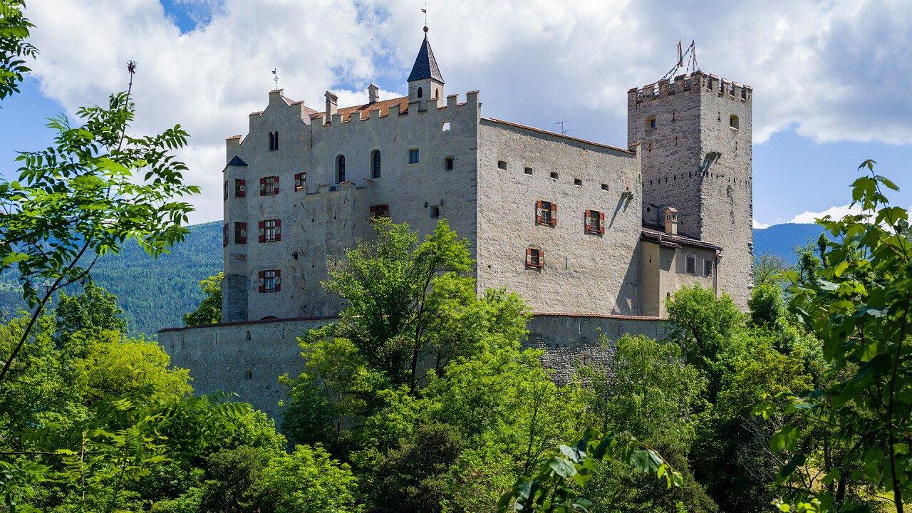 castello_di_brunico_iStock