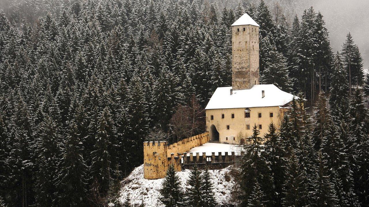 inverno_castello_monguelfo_shutterstock