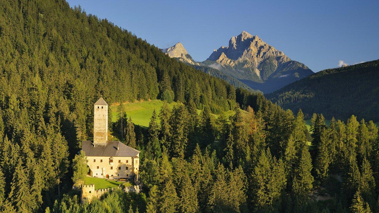 panorama_dal_castello_monguelfo_iStock