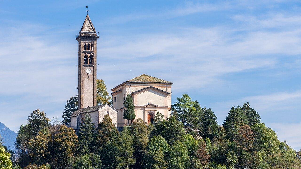chiesa_san_giorgio_molina_di_fiemme_iStock