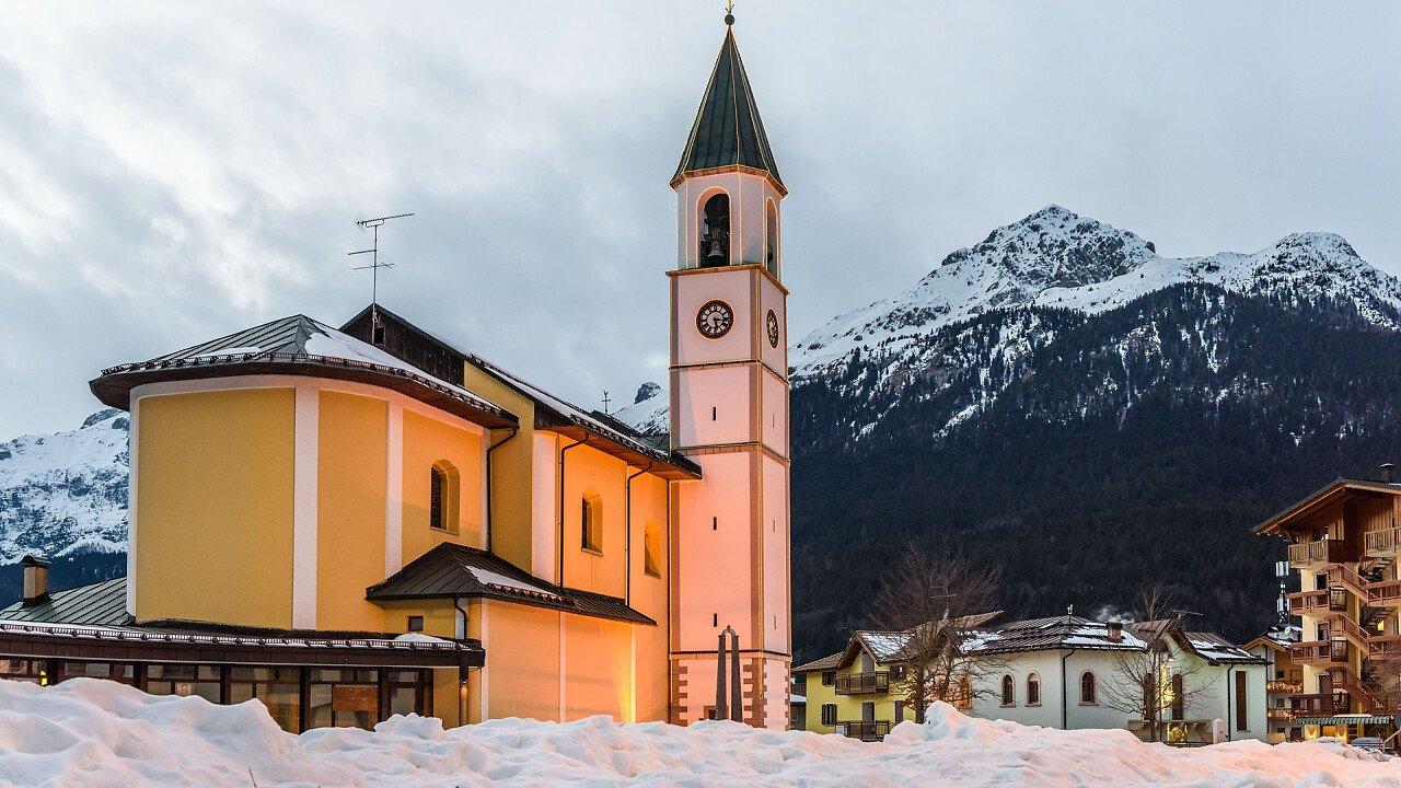 inverno_chiesa_andalo_shutterstock