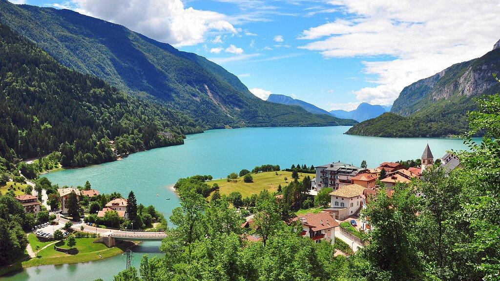 Molveno: una vacanza sulle limpide acque del Lago di Molveno - cover