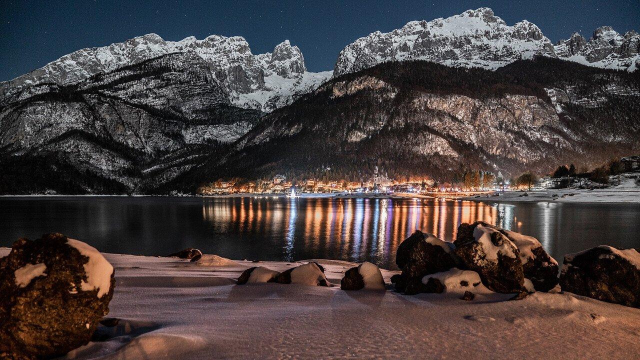 inverno_notte_molveno_shutterstock