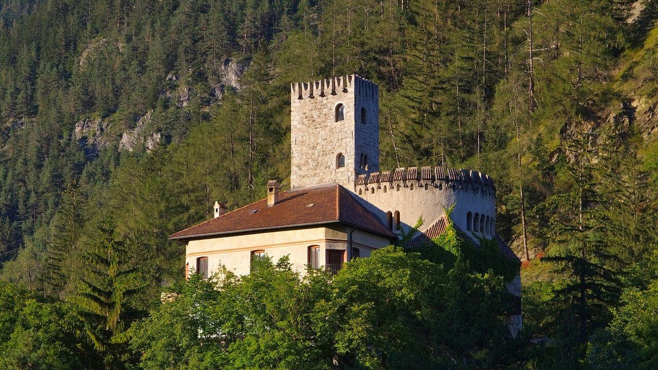 castello_di_welfenstein_campo_di_trens_depositphotos