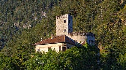 strada_sotto_castello_welfenstein_campo_di_trens_dreamstime_loren_image
