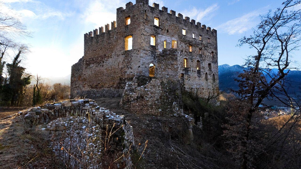 fortezza_storica_castello_egna_shutterstock