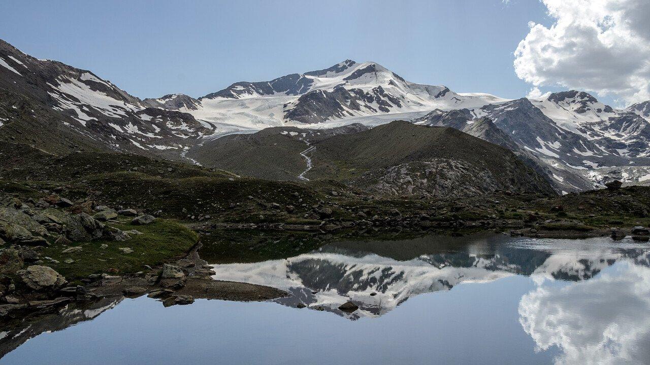 Summer lake Val Martello