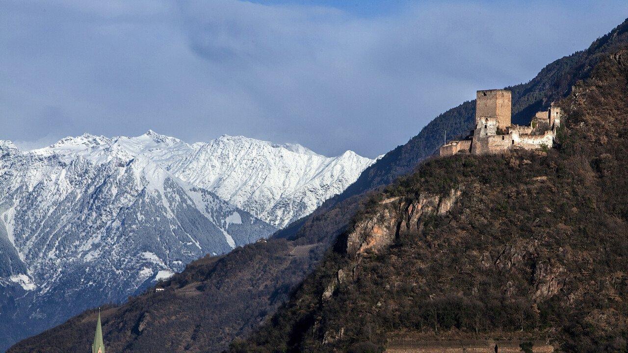 castello_inverno_terlano_dreamstime_callistemon3
