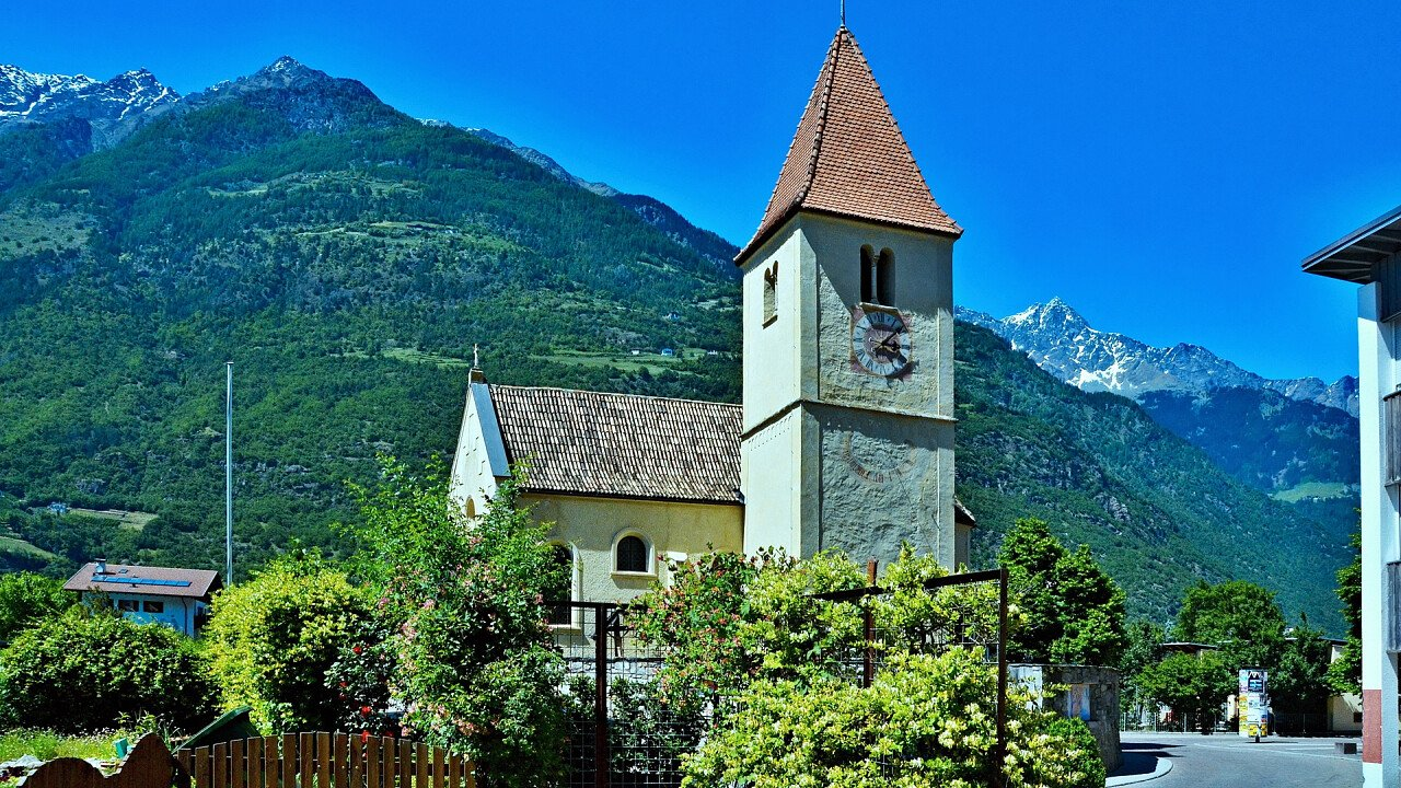 chiesa_parrochiale_plaus_shutterstock