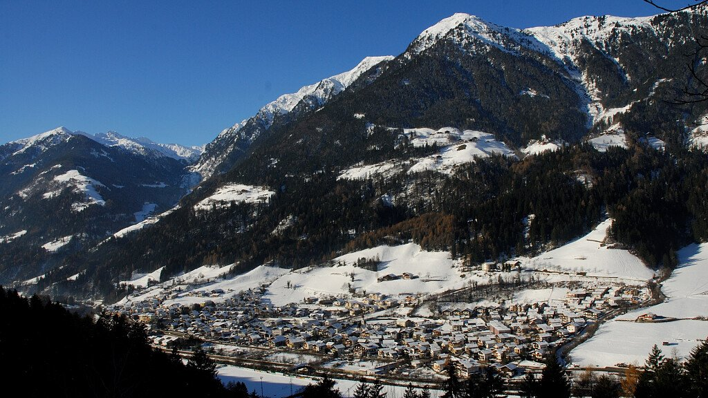 Holidays in Merano and environs. Tyrolean tradition and Mediterranean charm - cover