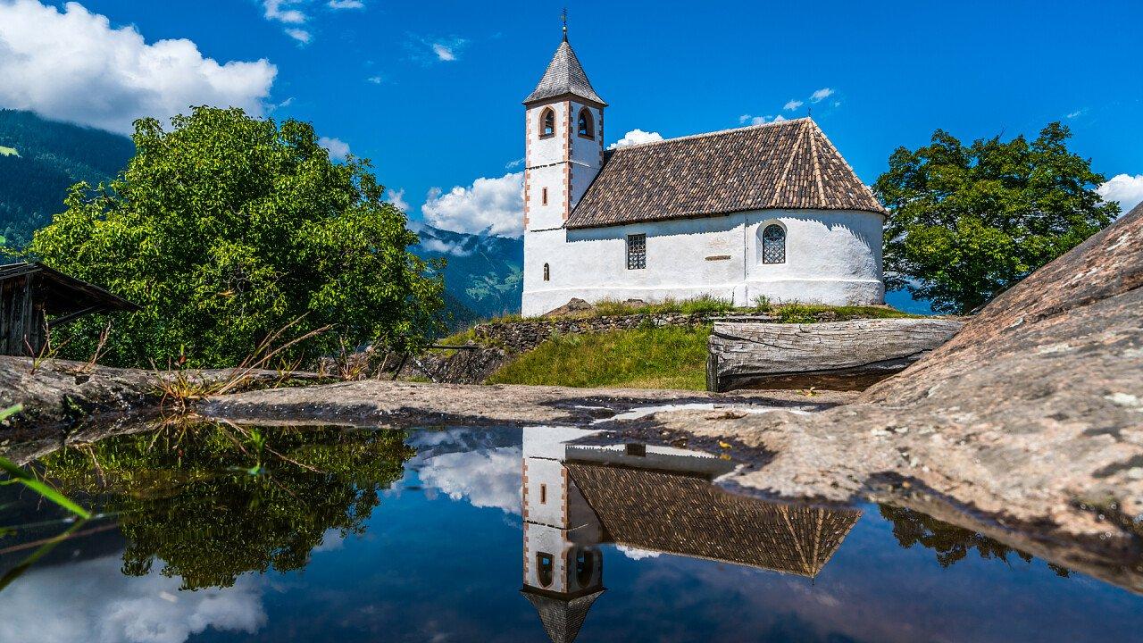chiesa_sant_ippolito_narano_frazione_tesimo_shutterstock