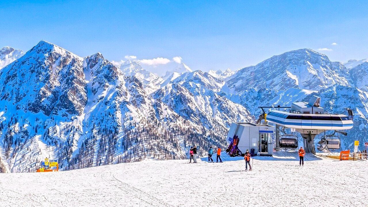 inverno_sciare_a_plan_de_corones_dreamstime_flaviu_boerescu