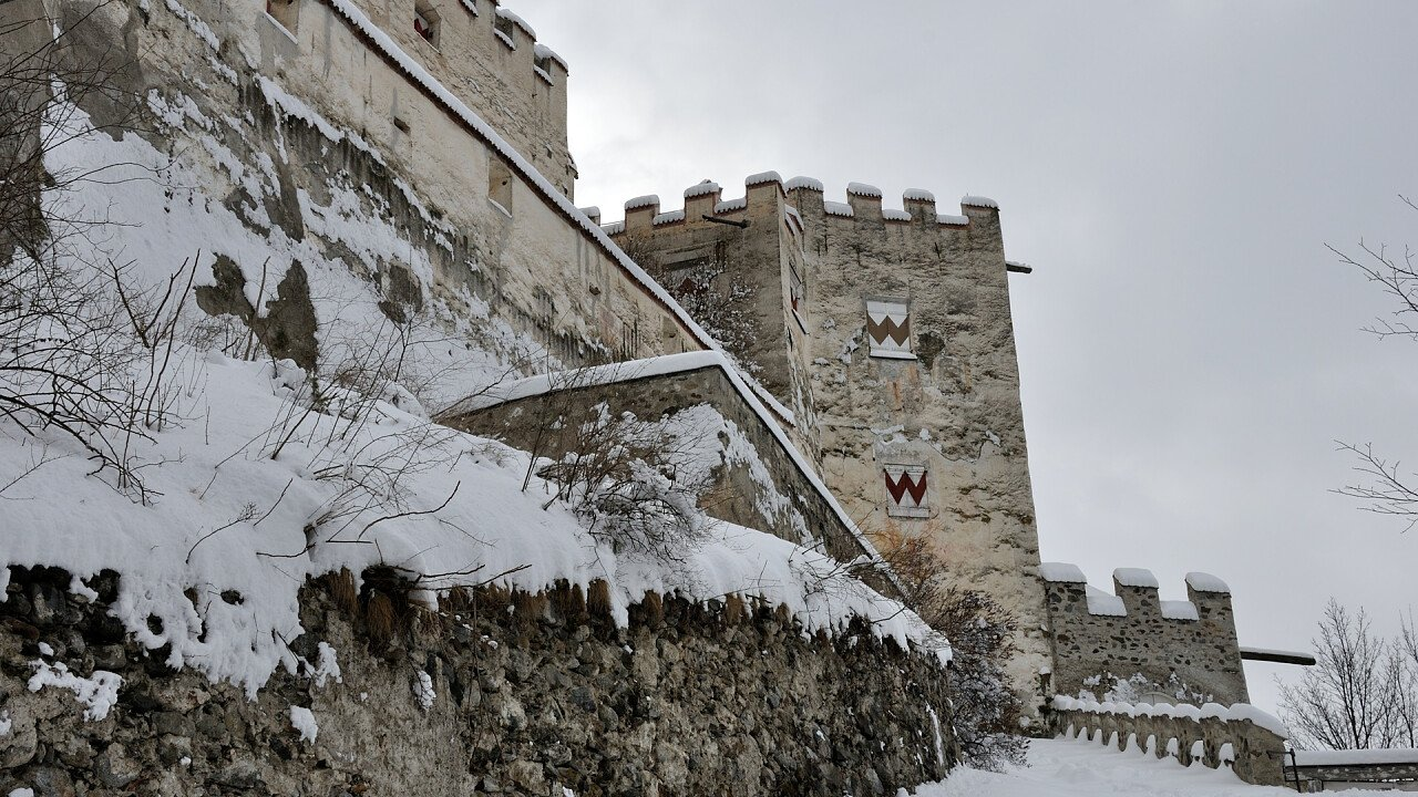 Coira castle in Sluderno in winter
