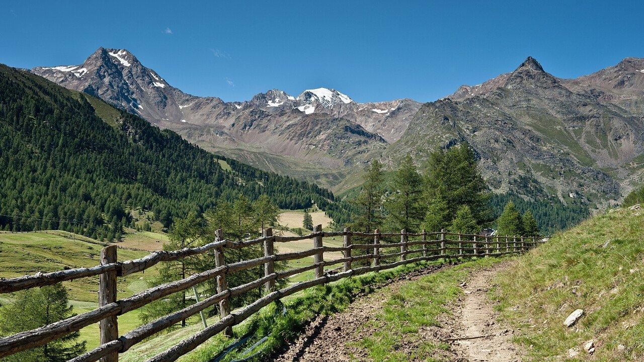 Val Senales hiking trail